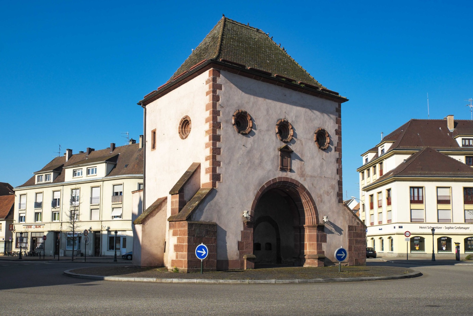 City gates of Alsace - Haguenau Porte de Wissembourg © GFreihalter - licence [CC BY-SA 3.0] from Wikimedia Commons