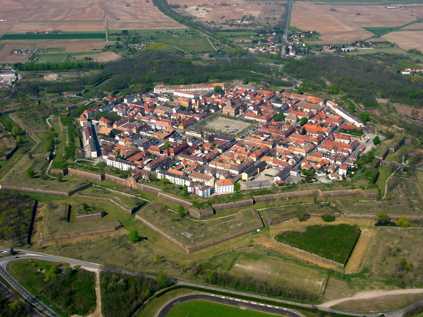 Neuf-Brisach from above © Luftfahrer – licence [CC BY-SA 3.0] from Wikimedia Commons